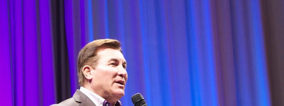 Pastor Elio Marrocco preaching